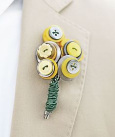 button flowers for the groom :)