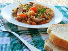 Orez brun cu legume si piept de pui Mud Kitchen, Skillet Dinners, Weeknight Meals, Diet Recipes, Meal Prep, Dairy Free, Low Carb, Health, Food