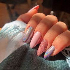 The weather in summer is too hot. Even the nails want to be cool. Haven't you started the nail art? If you haven't started yet, I have a lot of nail art to recommend to you. In the hot summer sun, colorful nails are very eye-catching. Silver And Pink Nails, Yellow Nails, Stylish Nails, Trendy Nails, French Gel, Gel Nails, Nail Polish, Glitter Nails, Coffin Nails