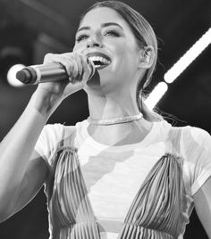 Pop artist based in Greece ❤️🎤❤️  Facebook : Demy (Official Fan Page)  Twitter : Demy_Official / Snapchat : dimredballoon