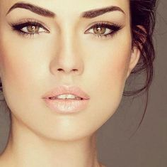 Love her make up. Natural shade on face to let the eyes pop catch you. #summer #makeup
