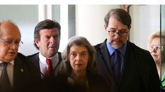GOLPES DENTRO DE GOLPES;  ISSO É O BRAZIL Queremos  ver Cunha  e sua família  é na cadeia de Curitiba! Cunha é apenas o co autor do Supremo Golpe.  TARDE DEMAIS, O SUPREMO GOLPE JÁ É Graças aos supremos autistas, supremos dorminhocos , arcaicos juízes, Eduardo Cunha teve tempo suficiente para comandar um processo sujo ao fim do qual 54 milhões de votos serão roubados dos brasileiros e uma democracia frágil será interrompida.  Movimentos alertam que o país irá resistir e não reconhecerão…