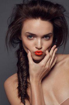 Brunettes do orange lips better