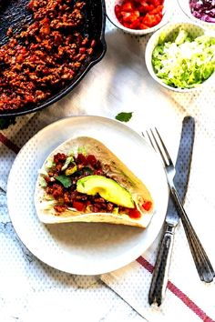 Ground turkey tacos are easy, simple and a fast dinner recipe. This ground turkey is keto and low carb. Substitute the flour tortillas for iceberg lettuce and you are completely keto. Visit thetortillachannel for the full recipe Healthy Turkey Recipes, Fast Dinner Recipes, Fast Dinners, Quick Recipes, Vegan Recipes, Easy Meals, Cooking Recipes, Ground Turkey Chili, Healthy Ground Turkey
