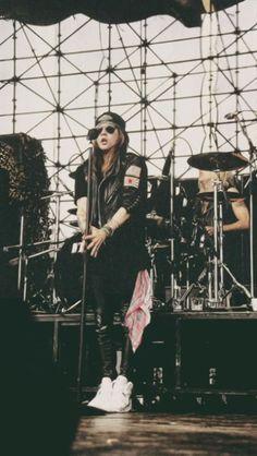 Phone Backgrounds — Axl Rose // Lockscreens (fun fact, Guns N' Roses...