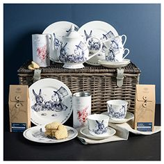 Je suis ultra fan de ce service Alice in Wonderland de chez Whittard! Tea of Champions Hamper Whittard Of Chelsea, Hampers Online, Afternoon Tea Parties, Beautiful Gifts, Hot Chocolate, Alice In Wonderland, Tea Party, Tea Cups, Decorative Plates