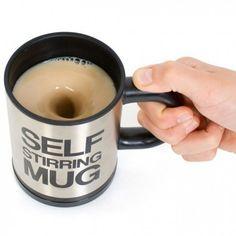 Mug Mixeur avec mélangeur automatique  Touille touille petit mug ! Voici un gadget fait pour les paresseux que vous êtes... car oui le matin tourner son café peut-être un exercise difficile.  C'est pourquoi nous avons une solution pour vous avec ce chouette mug et son mélangeur électrique intégré !