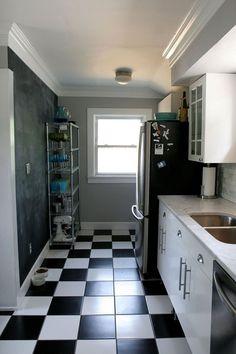 Anne & Tahoe's Barnum Bungalow - this kitchen makes me very happy Kitchen Reno, Kitchen Layout, Kitchen Colors, Pie Kitchen, Kitchen Tile, Kitchen Ideas, Kitchen Cabinets And Flooring, Tudor House, Little Kitchen