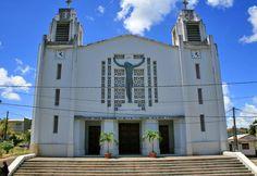 2 cadrans Bodet ornent chacun 2 faces des 2 clochers de l'église de la Sainte-Trinité de Lamentin. 971 - Île de La Guadeloupe.