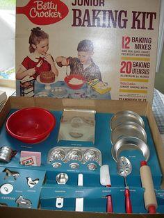 Brinquedos antigos - brincandeira de casinha de boneca,   Joguinho de talheres de plástico Brinquedos Atma,   detalhes de flores n...