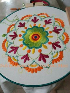 The most beautiful handicraft models, # brazilianfeature effects Handicraft, hand embroidery models, Brazilian embroidery techniques should be interested Embroidery Hoop Crafts, Mexican Embroidery, Hand Embroidery Stitches, Crewel Embroidery, Hand Embroidery Designs, Vintage Embroidery, Embroidery Techniques, Machine Embroidery, Primitive Embroidery