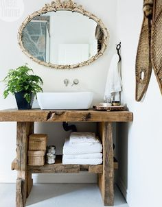 Cottage Style Bathrooms, Deco Cool, Rustic Bathroom Vanities, Rustic Vanity, Bad Inspiration, Home Furnishings, Decoration, Home Furniture, Family Room