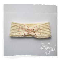 """Andrea G. sdílel(a) fotku na Instagramu: """"Čelenka zdobená korálky 💛 #crochet #crocheting #crochetclothes #headband #crochetheadband #with…"""" •  Omrkněte profil uživatele s 68 fotkami a videi. Crochet Clothes, Photo And Video, Band, Accessories, Instagram, Fashion, Moda, Bands, Fasion"""