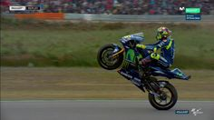 CADA VEZ MÁS GRANDE @ValeYellow46 #MotoGP Valentino Rossi, Motogp, Yamaha Motorcycles, Vr46, Isle Of Man, Sport Bikes, Goat, Grande, Samurai