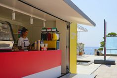 只開這一夏,好色的 Pantone 快閃咖啡 Bar!|MOT TIMES 明日誌