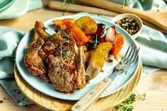 Ekstra saftige nakkekoteletter i ovnen Tandoori Chicken, Meat, Baking, Ethnic Recipes, Food, Bakken, Essen, Meals, Backen