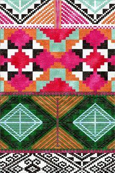 Phone Wallpaper Ideas: Lilly Pulitzer & Monogrammed Necklace #mintedandmine #personalized #thegiftinsider