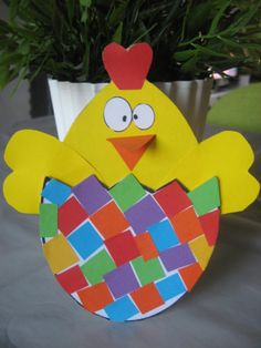 Easter chick craft idea We prepared a good story about Easter. First, read this story to kids and talk about Jonothan then choose one of the craft [. Easter Art, Easter Crafts For Kids, Crafts To Do, Easter Bunny, Arts And Crafts, Diy Crafts, Easter Chick, Classroom Crafts, Preschool Crafts