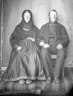 ukjente mann og kvinne - Vest-Telemark Museum / DigitaltMuseum | Beltestakk Vest, Museum, Couples, Fashion, Psychics, Moda, La Mode, Fasion, Romantic Couples