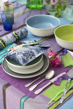 Designers Guild tableware and table linen as seen in the months Homes & Gardens UK.