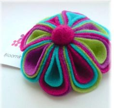 Felt flower ideas - make such a felt flower, made it as a brooch, haedpin, bag decorations etc.