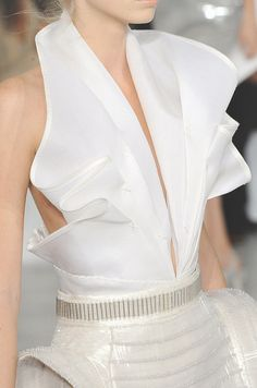 Gianfranco Ferre spring 2009 - details --> love the top good on the hips. i have enough of those already ;)