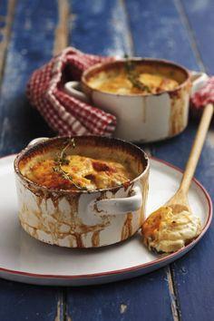 Die meeste werk aan hierdie gereg is om die aartappels te skil en in skyfies te sny. Braai Recipes, Cooking Recipes, Veggie Dishes, Side Dishes, Potato Dishes, Tasty Potato Recipes, Kos, Cheap Easy Meals, South African Recipes