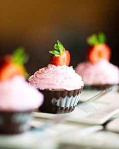 """Custom-flavored ice cream cupcakes in chocolate """"cups"""" from Cold Stone Creamery"""