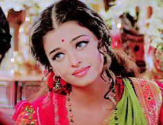 IT'S PG'LICIOUS Aishwarya Rai Photo, Actress Aishwarya Rai, Aishwarya Rai Bachchan, Bollywood Bridal, Vintage Bollywood, Bollywood Fashion, Bengali Bridal Makeup, Indian Bridal Fashion, Beautiful Bollywood Actress