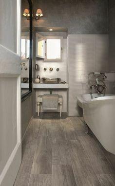 carrelage effet bois, faux parquet pour la salle de bain
