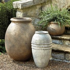 Container Gardening Ideas Campagna Olive Jar Planter - The classic shapes are based on jars used to store and ship olives. Our Campagna Olive Jat Planter is made of cast of composite stone and resin reinforced with fiberglass. Ceramica Exterior, Olive Jar, Small Urns, Garden Planters, Potted Garden, Outdoor Planters, Stone Planters, Terrace Garden, Outdoor Decor