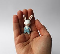 precious precious bunny by Sweet Bestiary on Etsy - this is from their photostream. Crea Fimo, Fimo Clay, Polymer Clay Crafts, Polymer Clay Jewelry, Clay Art Projects, Polymer Clay Animals, Paperclay, Polymer Clay Creations, Cold Porcelain