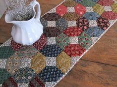 Scrappy Quilted Table Runner - look at the bkgd fabric - small print reading as light color Table Runner Tutorial, Table Runner Pattern, Table Runner And Placemats, Quilted Table Runners, Small Quilts, Mini Quilts, Quilted Table Toppers, Quilt Batting, Miniature Quilts