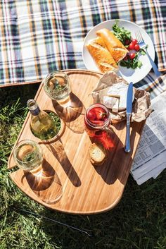 Picnic Time Mesamio Tray The Mesamio Tray by Picnic Time is a convenient serving piece for entertaining both indoors and out. Hand-crafted from solid bamboo, it has carved sections to hold a bottle of
