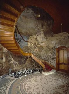 Wow! And the Fortuny pattern on a floor to boot....  Art Nouveau mural on stairway. Incredible visual! Interior of Hôtel Hannon by architect Jules Brunfaut. Saint Gilles, Belgium.