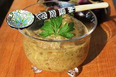 Vous avez dû vous en rendre compte, sur ce blog, il est souvent question d'aubergines ! Peu calorique (19 cal/100g), rassasiante, l'aubergine est goûteuse et, moyennant quelques règles, facile à cuisiner. Originaire d'Inde, elle a migré vers tous les... Caviar D'aubergine, Look And Cook, Food Art, Blog, Cooking, Healthy, Legumes, Stuffed Eggplant, Salad