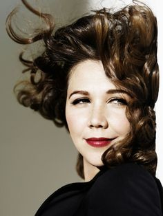 Maggie Gyllenhaal, one of my fave actresses. Maggie Gyllenhaal, Eyeliner Perfecto, Pretty People, Beautiful People, Nice People, Divas, Portraits, Celebrity Gallery, Famous Faces