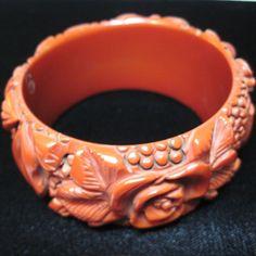 Vintage hand carved bakelite bracelet circa 1930s