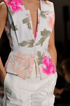 View all the detailed photos of the Leonard spring / summer 2014 showing at Paris fashion week. Haute Couture Style, Couture Mode, Couture Fashion, Fashion Details, Love Fashion, High Fashion, Fashion Looks, Womens Fashion, Fashion Design