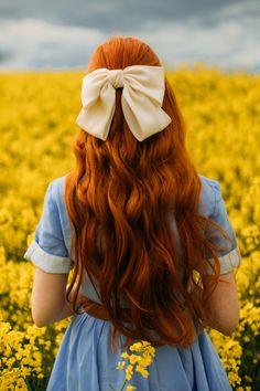 Old Dress, Photographie Portrait Inspiration, Ginger Girls, Princess Aesthetic, Aesthetic Hair, Aesthetic Green, Ginger Hair, Girl Photography Poses, Clothes Horse
