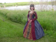 Renaissance Dresses, Italian Renaissance, Tudor Dress, Tudor Fashion, Period Costumes, Antique Clothing, Pretty Dresses, Cool Outfits, Gowns
