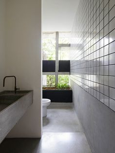 Designed by WHBC Architects, the 'Chempenai House' in Kuala Lumpur is a lesson in material constraint. Though extravagant in size, the spectacle of this concrete home. Tropical Architecture, Interior Architecture, Zen Design, House Design, Design Case, Bathroom Design Inspiration, Interior Inspiration, Building Costs, Concrete Houses