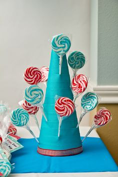 How To Make a Lollipop Stand.  ...would be great to use at Birthday parties or for any holiday - customizing color scheme to fit any occasion!