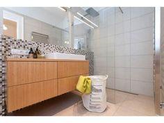 Minimalistická kúpeľňa - Byt z 30. rokov, Praha