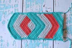 Chevron Crochet Tablet Pouch - Free Crochet Pattern - Whistle and Ivy Crochet Pouch, C2c Crochet, Crochet Gifts, Free Crochet, Modern Crochet Patterns, Cool Patterns, Pouch Pattern, Free Pattern, Ohio State Colors