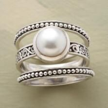 Ornate yet classic, this is a button pearl ring set you will cherish forever #ʙᴏʜᴏ