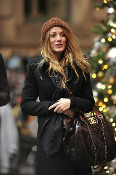 Serena van der Woodsen's Best Looks on Gossip Girl - Serena van der Woodsen Style There's something about autumn that makes us nostalgic for her particular brand of schoolgirl style. Gossip Girls, Moda Gossip Girl, Gossip Girl Serena, Estilo Gossip Girl, Gossip Girl Outfits, Gossip Girl Fashion, Gossip Girl Style, Blake Lively Gossip Girl, Blake Lively Outfits