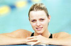 Pin for Later: Dürfen wir vorstellen: Die nächste königliche Mama!  Bei den Commonwealth Games 1998 posierte die olympische Schwimmerin für Fotos.