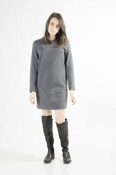 Abito paricollo in tessuto stampato con taschino. Balsa tono su tono con la fantasia dell' abito.