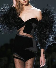 """thinkofwhatyouwant: """"miss-mandy-m: """"Anna Selezneva for Alexandre Vauthier Spring 2017 Haute Couture """" A look """" Id pick this for Mira Sorvinos Romy & Michelle's High School Reunion look Couture Mode, Couture Fashion, Runway Fashion, Womens Fashion, Dark Fashion, High Fashion, Fashion Show, Fashion Outfits, Fashion Design"""